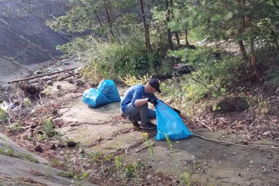 Польские власти разыскивают белоруса за уборку мусора в лесу.