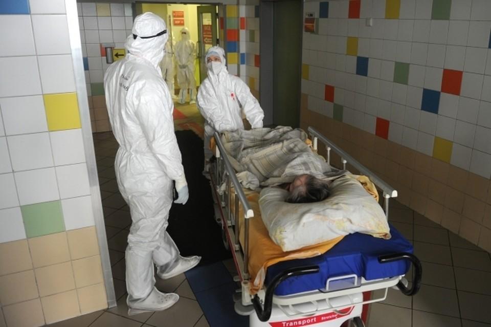Роспотребнадзор сообщил, что госпитализировано за сутки - 53 человека, 354 – лечатся амбулаторно на дому под наблюдением врачей.