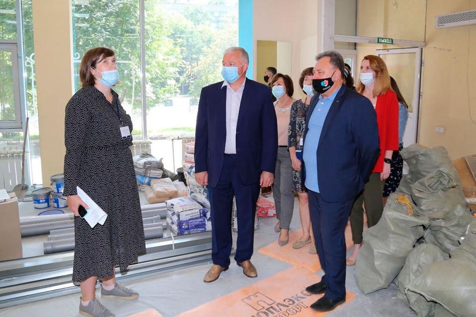 Светлана Тарасова и Олег Иванинский (в центре). Фото предоставлено пресс-службой НРО партии «Единая Россия».