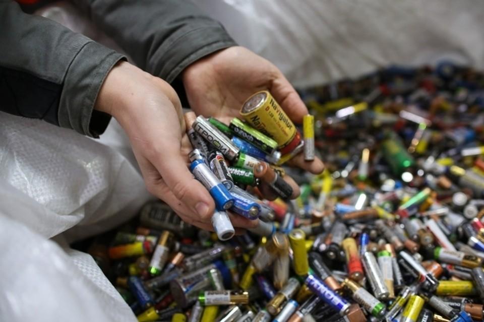 После сбора отработанные батарейки проходят сложную технологическую цепочку подготовки к утилизации.