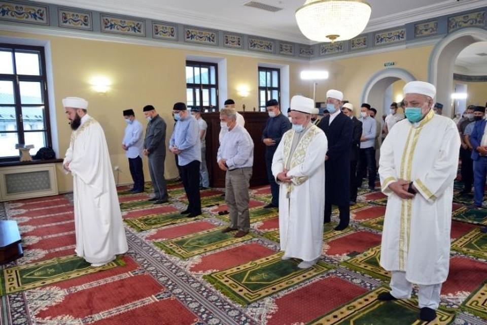 После проповеди верующие совершили праздничную молитву. Фото: пресс-служба президента Татарстана