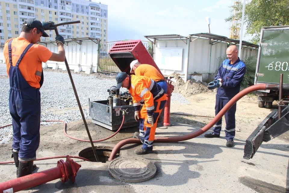 В Тюмени в фильтры загрузили 15 тонн активированного угля после жалоб на вонь.