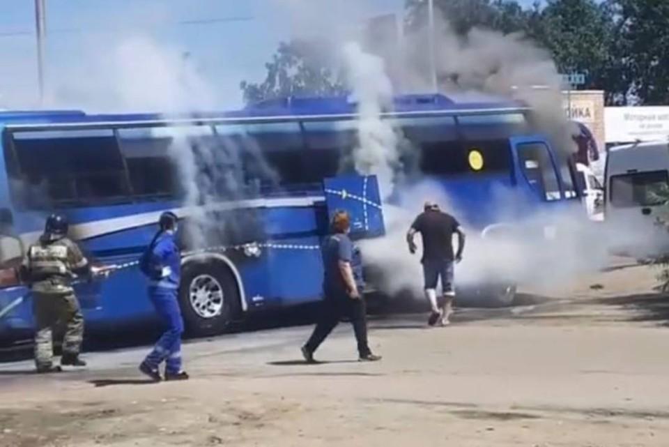 Автобус Иркутск-Ангарск загорелся на улице Розы Люксембург
