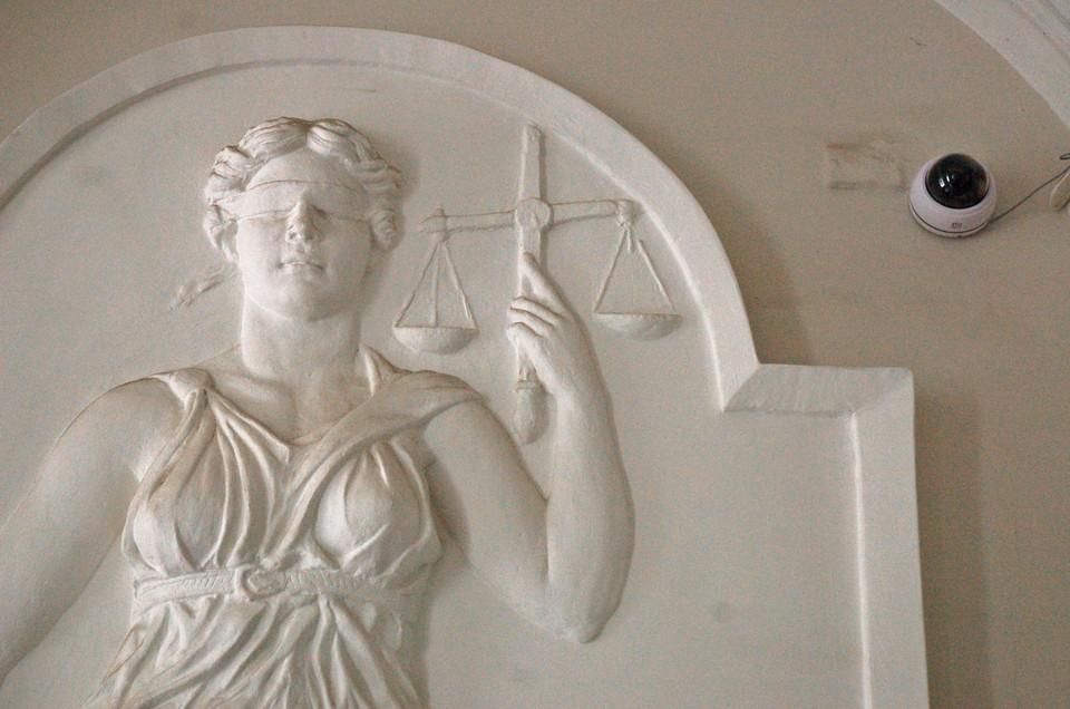 Суд наказал взяточника 3-летним тюремным сроком