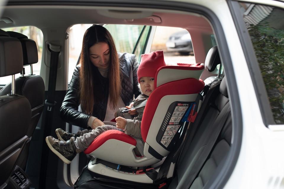 Уже с первых дней жизни юные пассажиры должны перевозиться с использованием детских удерживающих систем.