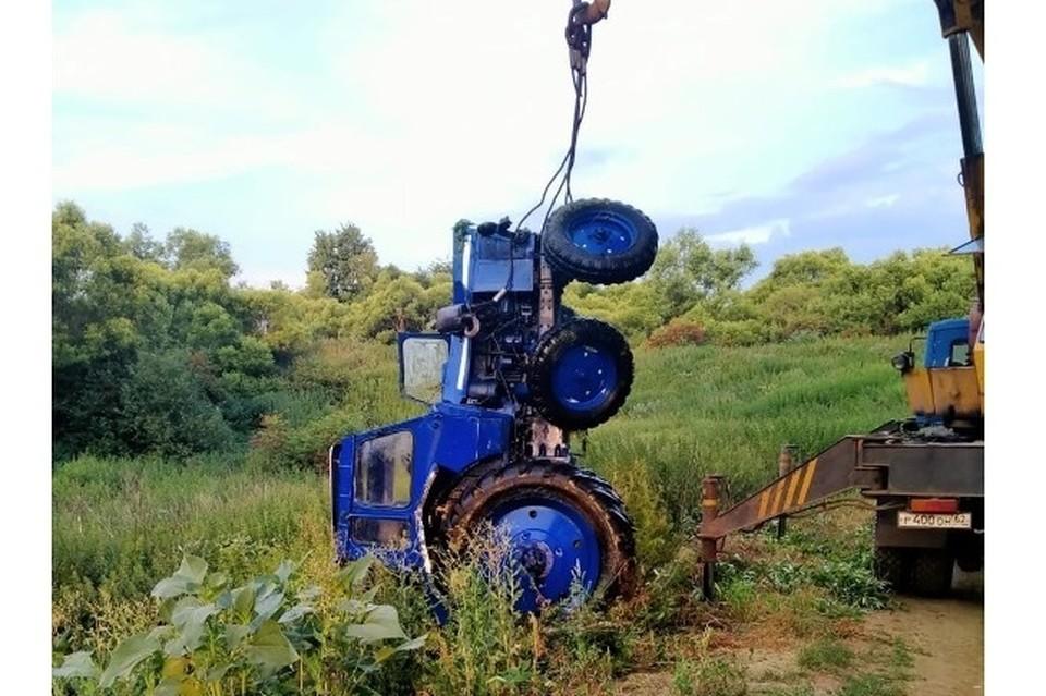 """Трактор достали - людей не вернешь. Фото: сайт ИД """"Пресса""""."""