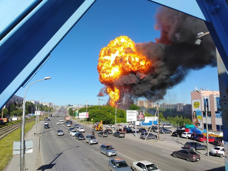 Собственники складов, пострадавших от взрыва на газовой заправке 14 июня, обратились в суд. Фото: Дмитрий Алексенко