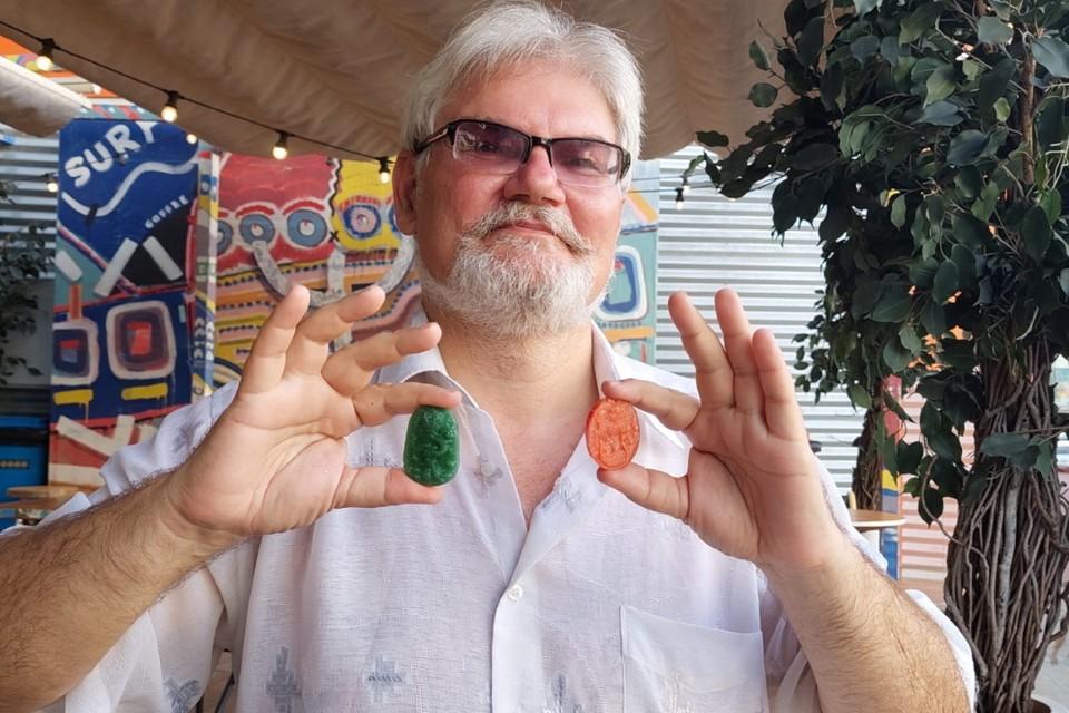 Историк Юрий Круглов сам не раз спасался от жары с помощью удивительных предметов. Фото: ПОПОВА Екатерина