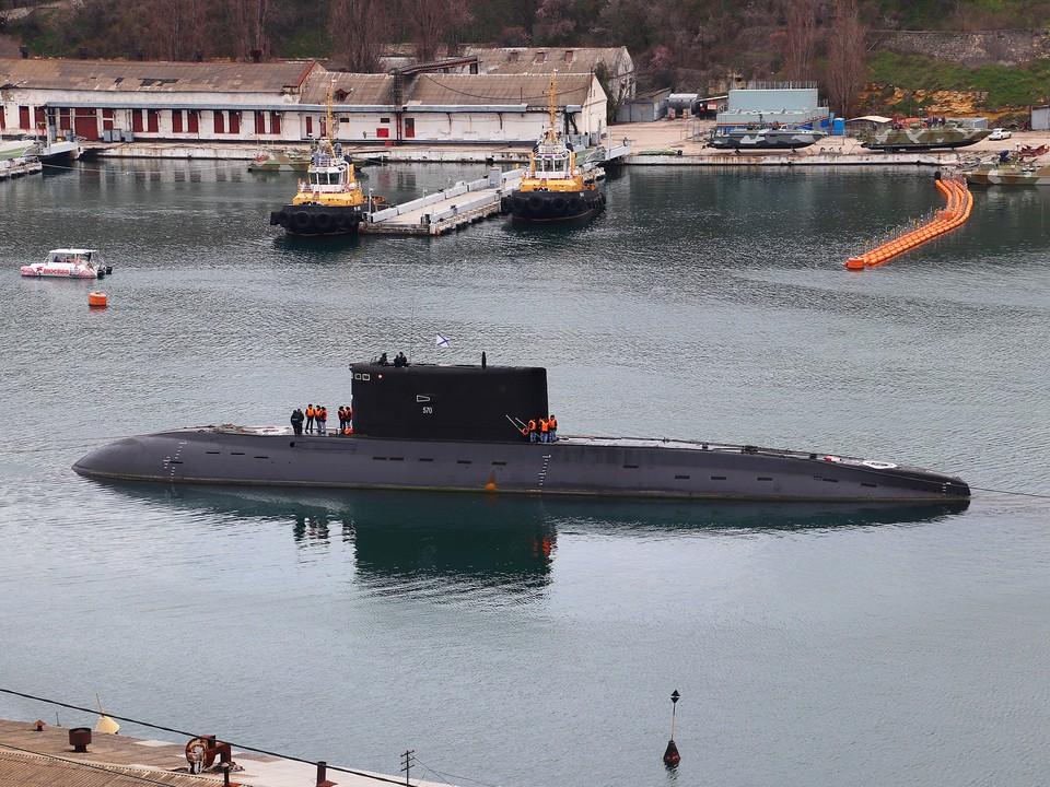 Подводная лодка «Колпино» в Южной бухте Севастополя. Фото: kchf.ru
