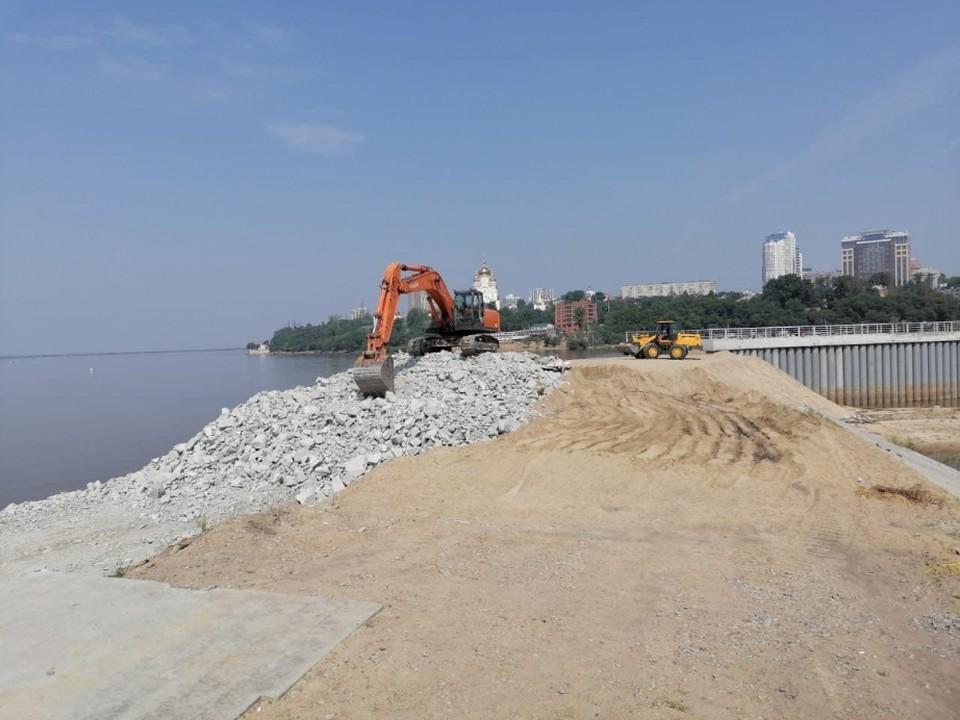 В Хабаровске возобновилось строительство дамбы