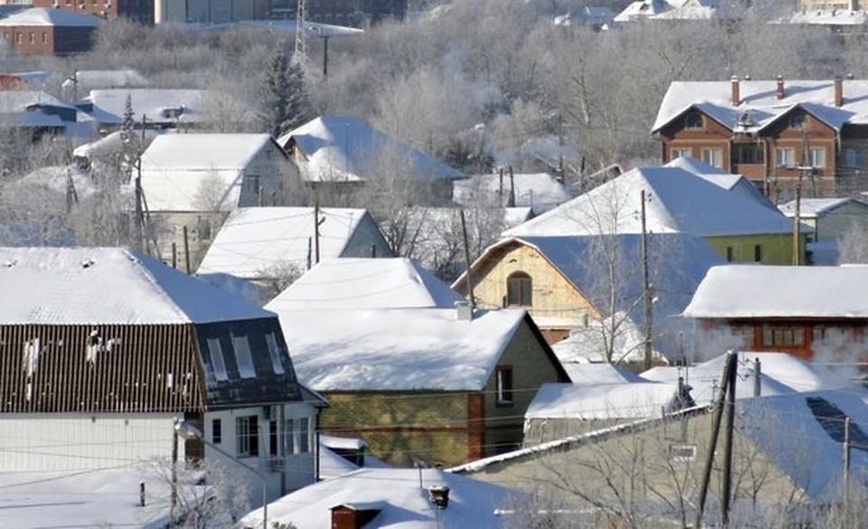 В Тарко-Сале утепляют деревянные дома, пострадавшие от морозов прошлой зимой