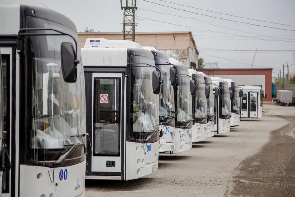 На каждый из маршрутов выделено по одному автобусу вместимостью по 18 мест
