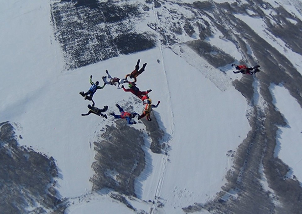 Парашютисты будут соревноваться в точности приземления и акробатике. Фото - пресс-служба ЦВО