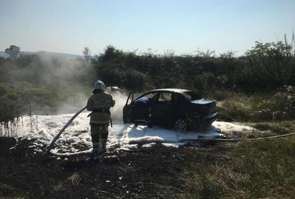 Сотрудникам МЧС потребовалось 20 минут, чтобы потушить пламя. Фото: пресс-служба ГУ МЧС по РК