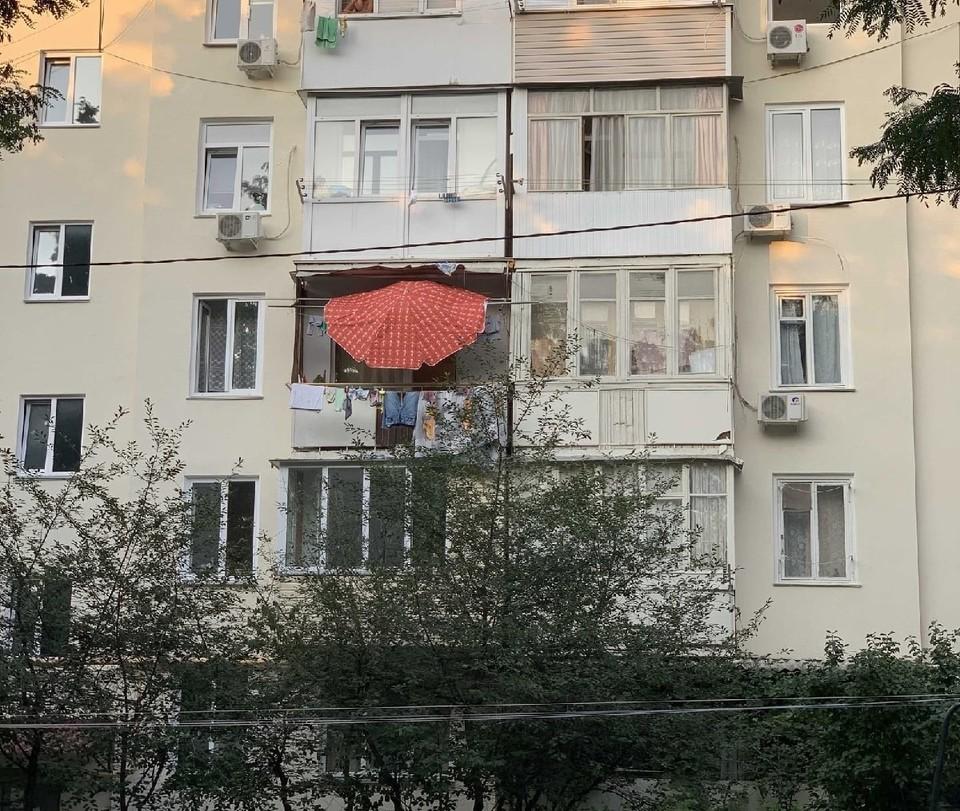 От жары все способы хороши. Фото: паблик ВКонтакте «Подслушано в Севастополе»