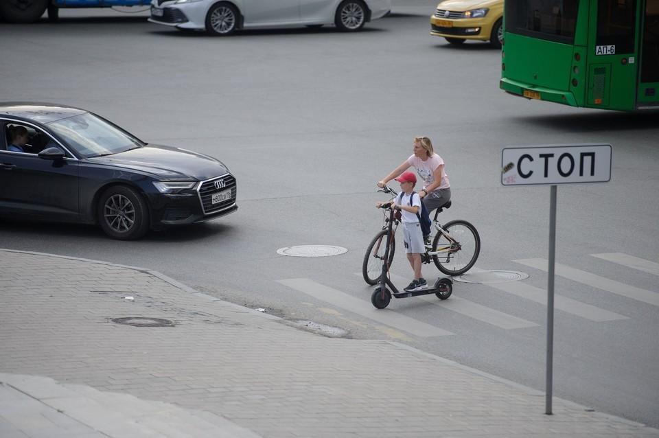 Инспекторы будут выявлять такие нарушения ПДД, как переход проезжей части в неположенном месте или на запрещающий сигнал светофора