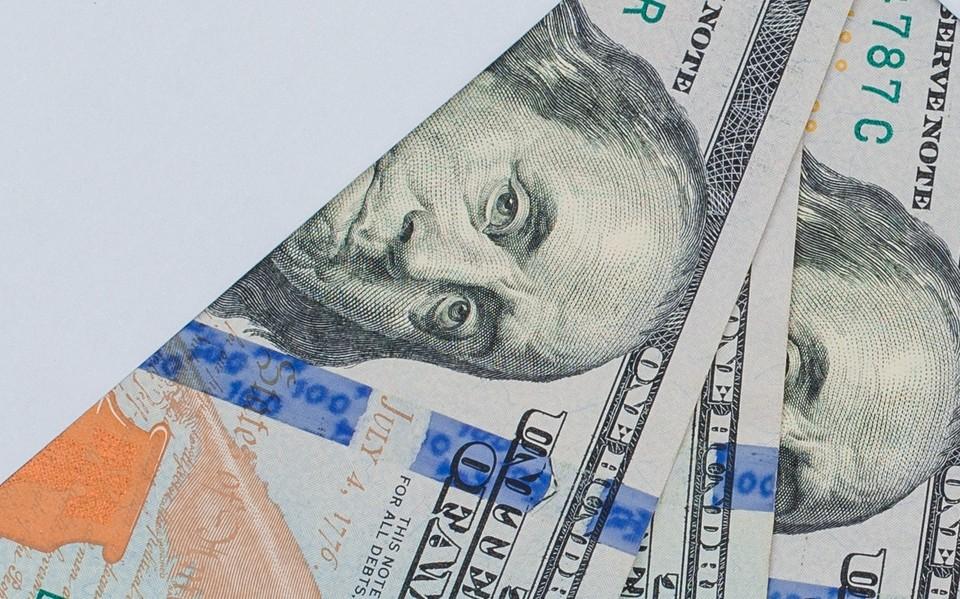 Доллар подешевел до 425 тенге