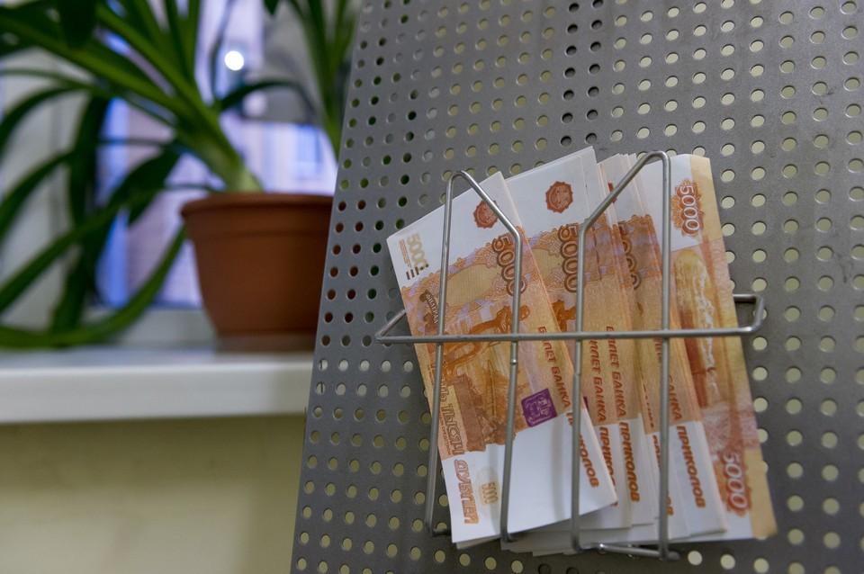 Доверчивую петербурженку обманули на миллион рублей.