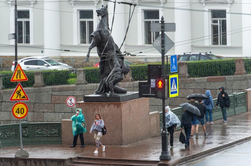 Из-за дождей нефтепродукты могут попасть в реки и каналы Петербурга