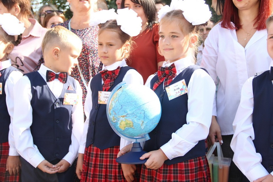 В школах Республики прозвучал Первый звонок. Фото: сайт Главы ДНР