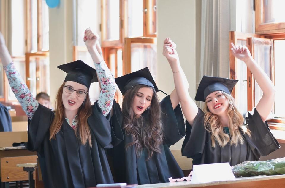 Порядка 13,5 тысяч новоиспеченных студентов зачислены на «бюджет». Фото: Филологический факультет ДонНУ / ВКонтакте