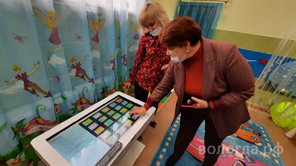Сенсорный стол оснащен лицензированными играми. Фото: Вологда.рф