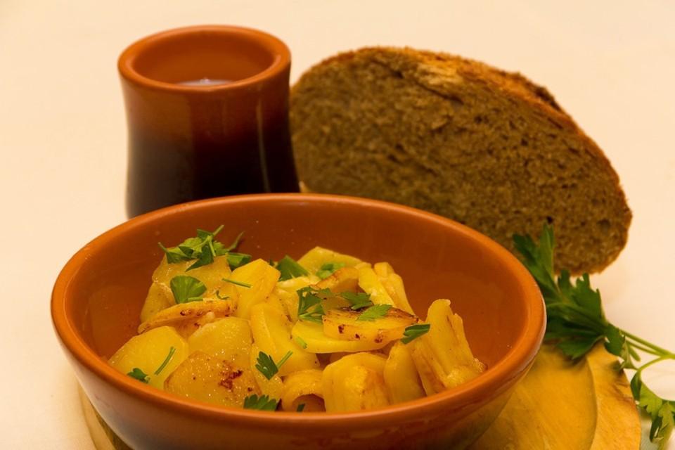 Простое, но вкусное блюдо оценят любители картофеля. Фото: Александр БЫКАСОВ