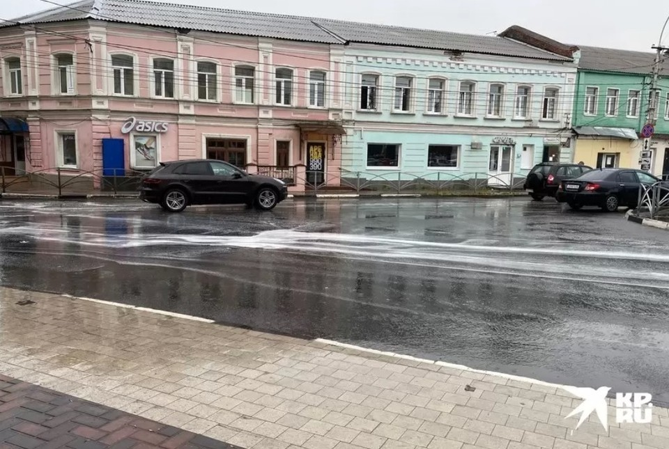 Залповый дождь пустил 1 сентября по улицам Рязани «белые реки».