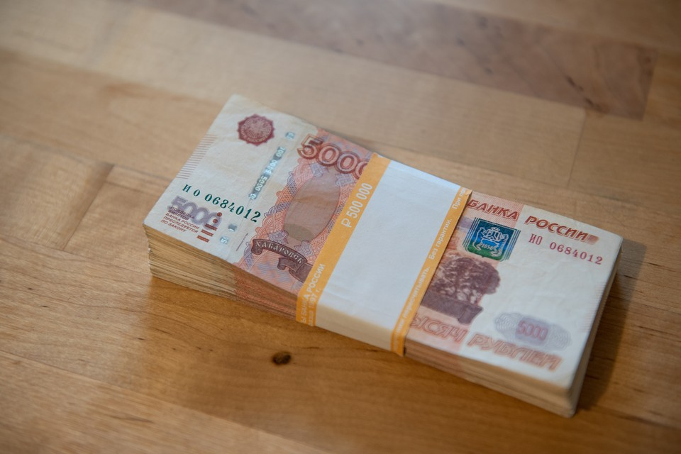 Никогда не переводите и не передавайте деньги незнакомым людям, в том числе водителям такси.