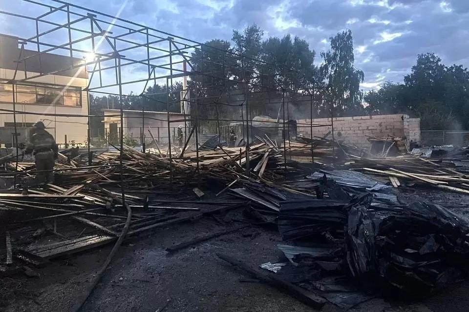 ЧП случилось в ночь на 1 сентября в Ленинском районе. Фото: ГУ МЧС по НСО