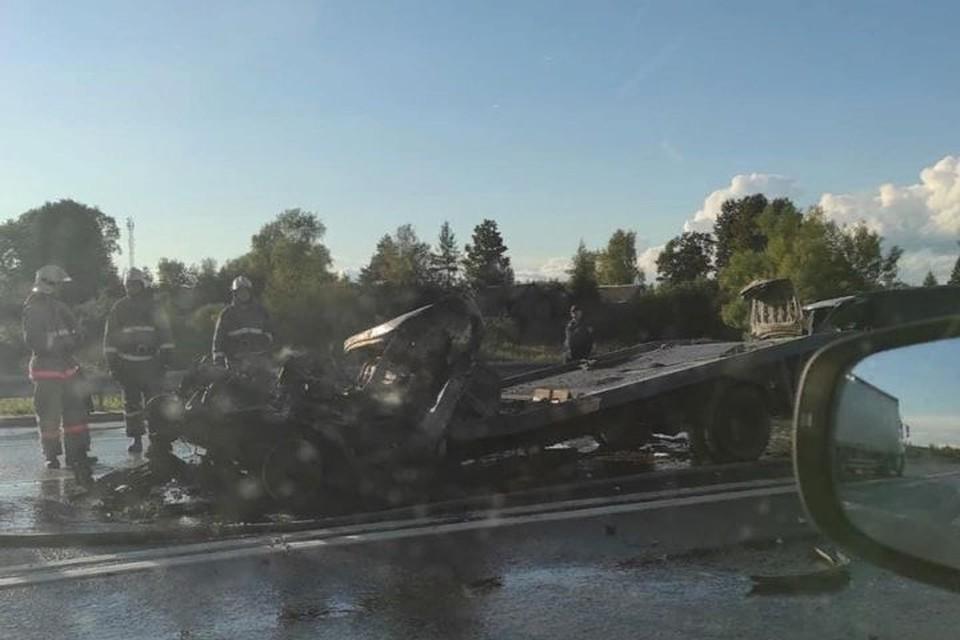 """От машины практически ничего не осталось. Фото: группа ВКонтакте """"Подслушано у водителей"""""""
