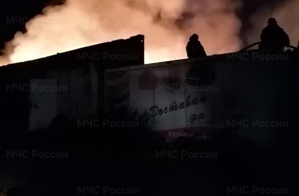 Склад загорелся поздно вечером.
