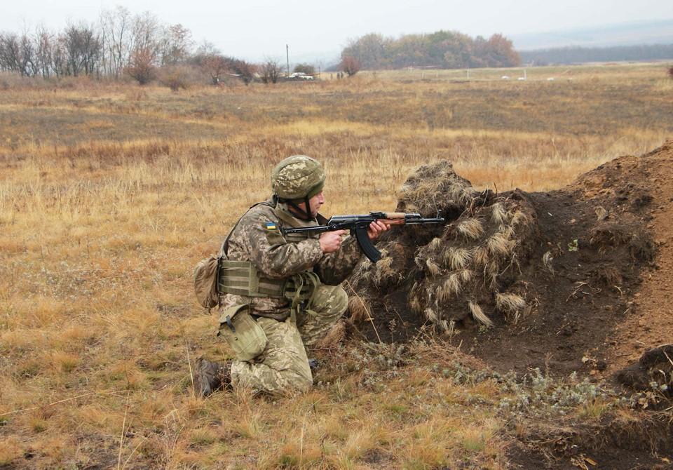 ВСУ восстанавливают позиции в районе разведения сил у Золотого. Фото: штаб ООС