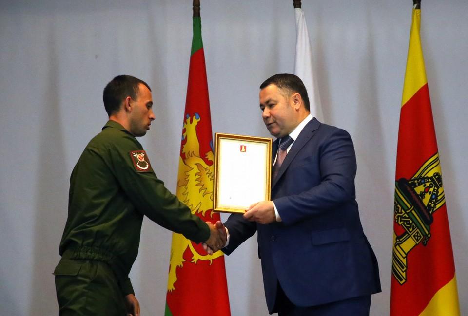 Игорь Руденя вручил награды военнослужащим в Ржеве