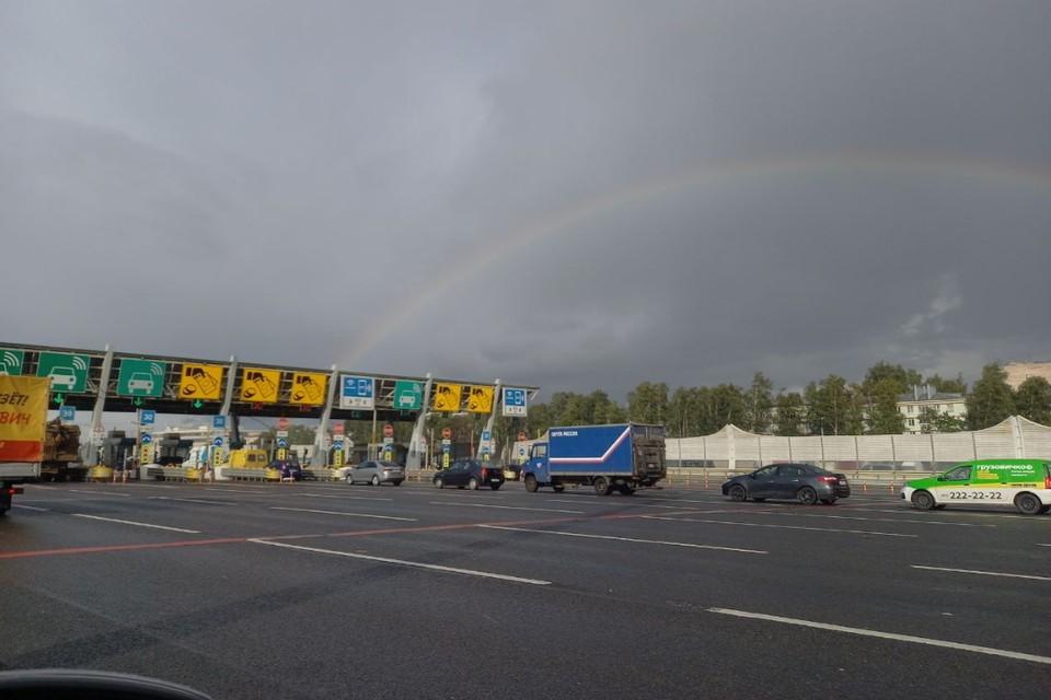 В Петербурге заметили большую радугу вечером 3 сентября.