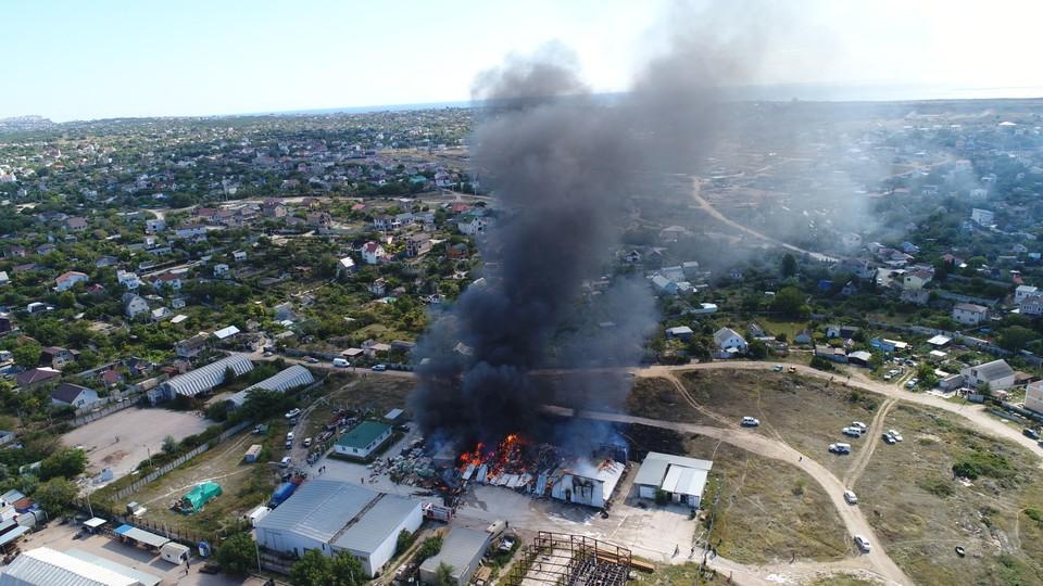 Большая часть сооружения уничтожена огнем. Фото: 92.mchs.gov.ru