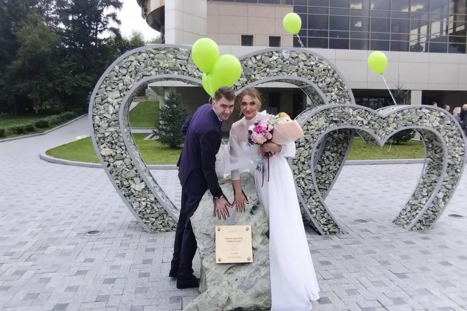 «Камень желаний» для влюбленных появился возле загса в Иркутске.