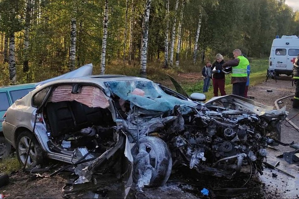 Водитель Subaru Legacy не смог правильно сориентироваться и выехал на «встречку». Фото: vk.com/gibdd43
