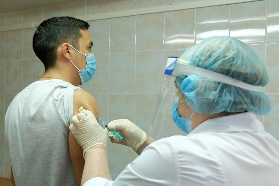 В тюменскую ОКБ №2 поступили 13 500 доз вакцины для профилактики гриппа.