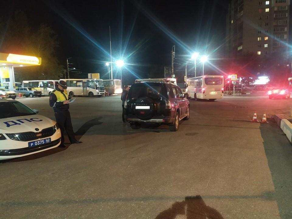 На Зубковой у АЗС внедорожник Mitsubishi Pajero сбил 28-летнего рязанца.