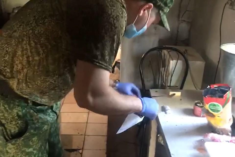 Мужчина заманил девочек под предлогом кормежки голубей семечками. Фото: Следственный комитет по Кемеровской области