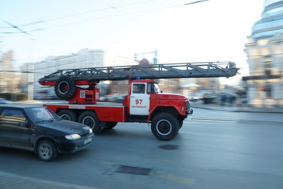 Спасатели МЧС закончили работать на месте пожара только в шесть утра