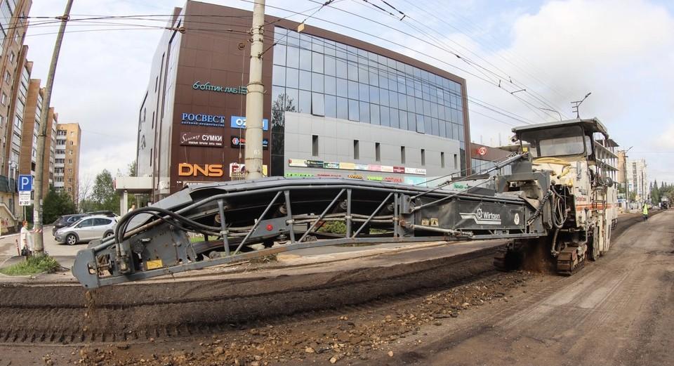 В Смоленске ремонт дорог проводят по новой технологии. Фото: пресс-служба администрации города Смоленска.