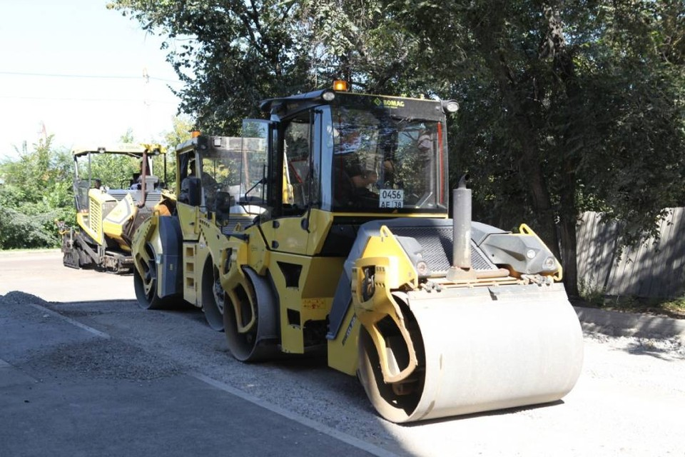 39 дорог в Иркутске ремонтируют большими асфальтовыми картами. Фото: Пресс-служба администрации Иркутска.