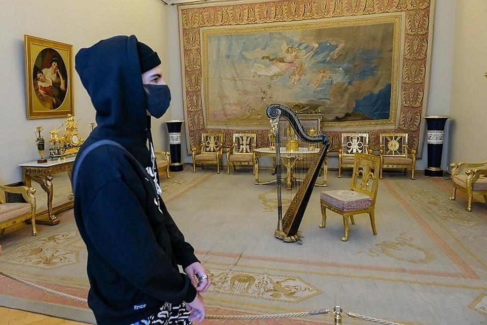 Даже произведения из Эрмитажа ушли с молотка на аукционе за 150 тысяч рублей.