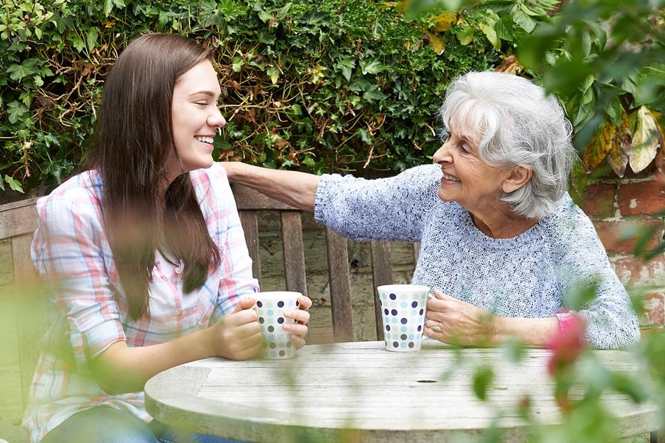 Самое главное в общении с людьми старшего возраста, если говорить о людях от 80-ти лет и старше, – это обращать на них внимание