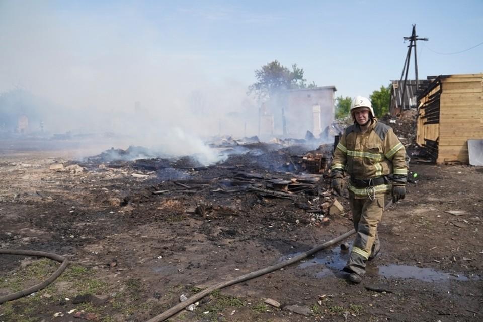 В 20 метрах от жилого дома горела баня с пристройкой.