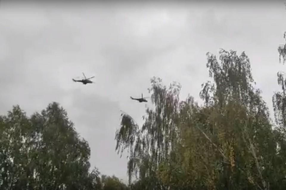 Два вертолета пролетали над домами ни один раз Фото: скриншот с видео