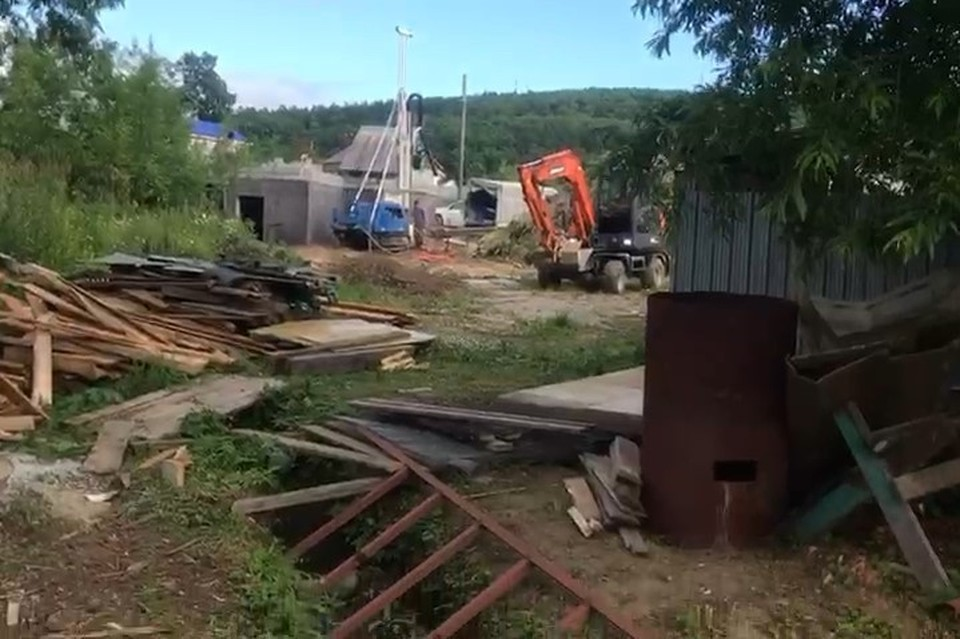 """Строительные работы, развернувшиеся на """"ничейной"""" территории"""