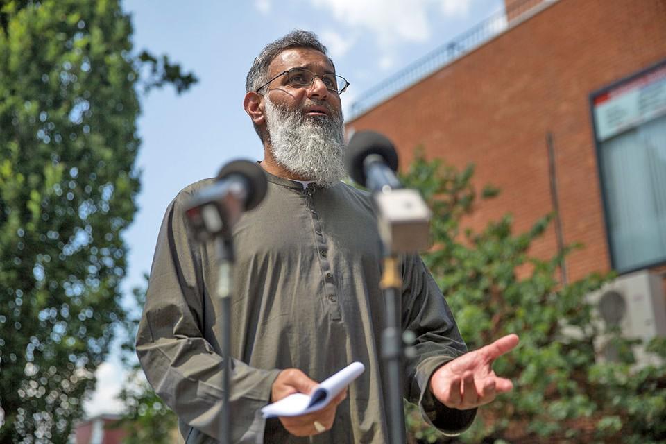 Исламский проповедник Анджем Чудари призвал их строго соблюдать законы шариата.